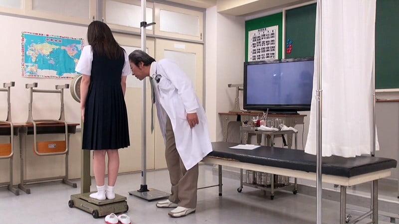 女子中学生の身体検査