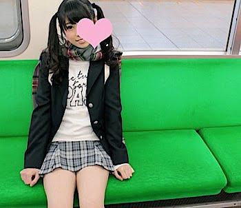 電車での援交JK少女