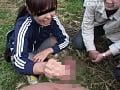 粗チンを触る女子大生