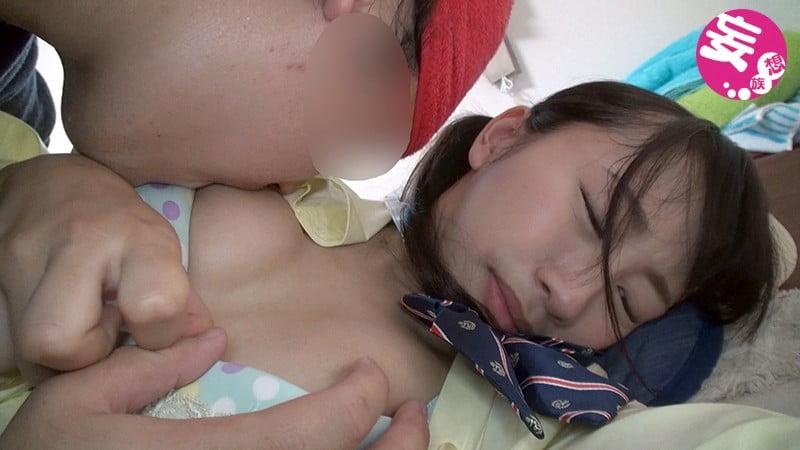 女子校生の乳首