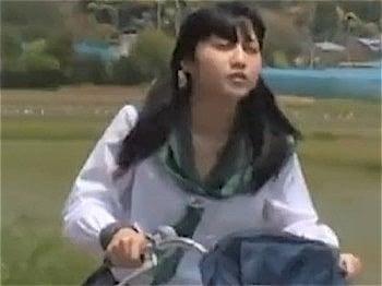 自転車の女子校生